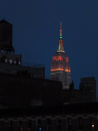 San Fermin B&B: Empire State Building at night