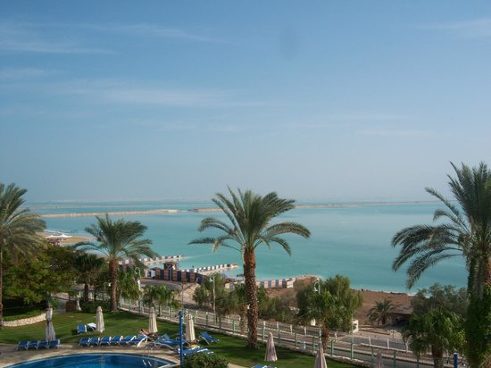 Isrotel Dead Sea Hotel & Spa: View to the hotel grounds
