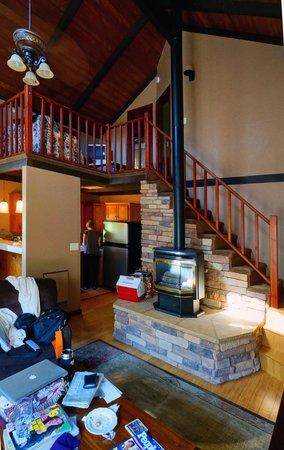 Eaglenest Bed and Breakfast: Living Room