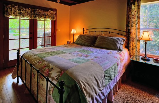 Eaglenest Bed and Breakfast: Lower Bedroom