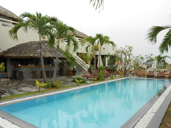Mui Ne Hills Budget Hotel : Bar and Pool