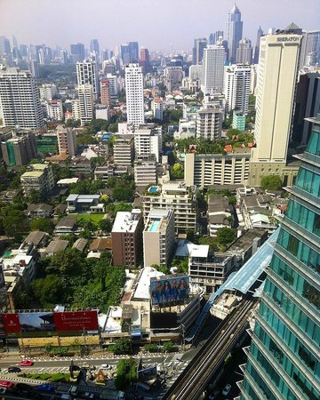 The Continent Hotel Bangkok by Compass Hospitality : Vue depuis la chambre
