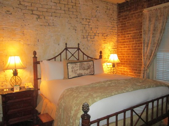 The Vendue Charleston's Art Hotel : Beautiful bed