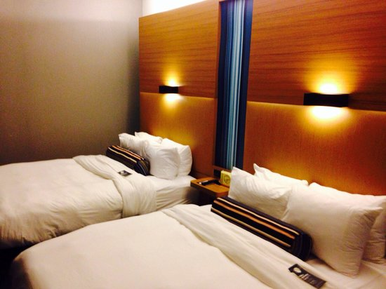 Aloft Leawood - Overland Park: Clean rooms...just small.