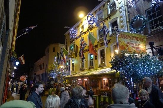 Traditional Irish Musical Pub Crawl : Gathering outide to head to the first pub