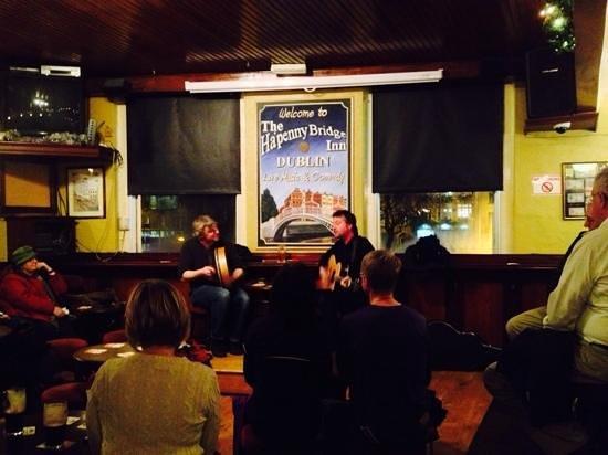 Traditional Irish Musical Pub Crawl : music