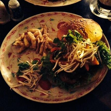 the hanoi social club burger