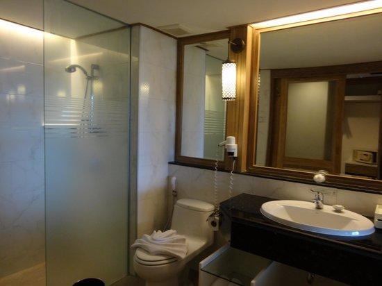Katathani Phuket Beach Resort: la salle de bain