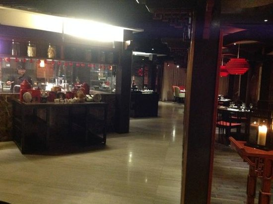 chinese food section - Picture of Makan Kitchen at DoubleTree by ...
