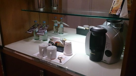 Sheraton Frankfurt Airport Hotel & Conference Center: Coffee / Team Maker in Club Room