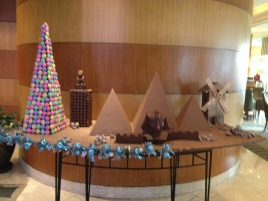 Pan Pacific Manila: Chocolate Display in the Lobby