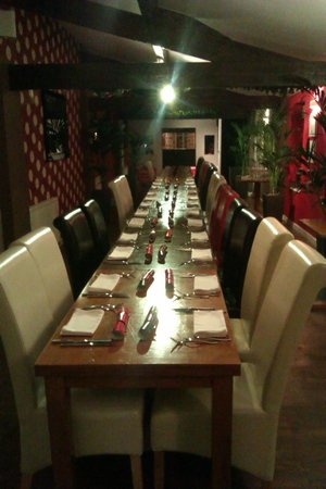 Cibo Restaurant: Table layout prior to the addition of the Christmas Decorations