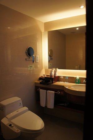 Jingmin Central Hotel: 廁所有浴缸