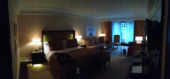 Breidenbacher Hof, a Capella Hotel: Superior Room - very nice.