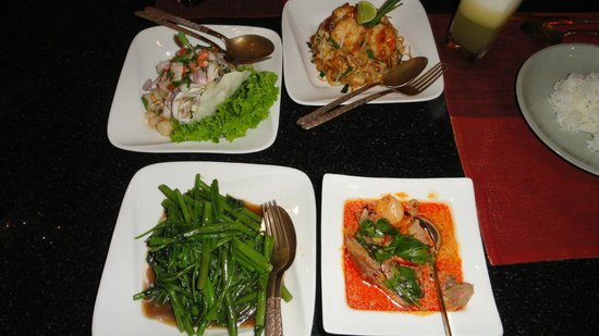 Royal Orchid Sheraton Hotel & Towers : Variety of thai food at the Thai restaurant.
