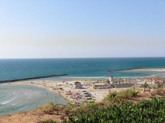 Park Hotel Netanya: Вид на пляж от лифта