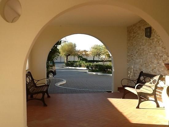 Hotel Residence Il Gabbiano: courtyard photo