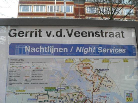 Hampshire Hotel - Beethoven Amsterdam: Parada de tranvía junto al hotel.