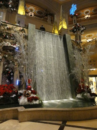 The Palazzo Resort Hotel Casino: Indoor waterfall