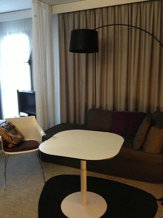 Novotel Suites Malaga Centro: Дизайнерские элементы в номере