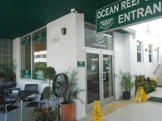Ocean Reef Suites: entrata2