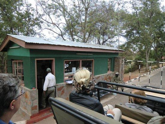 Track and Trail River Camp: Melden bij het kantoor voor de ingang van het Park