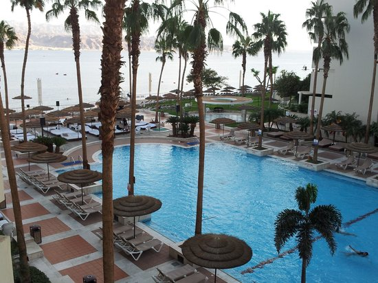U Suites Eilat : pool and sea view from the room