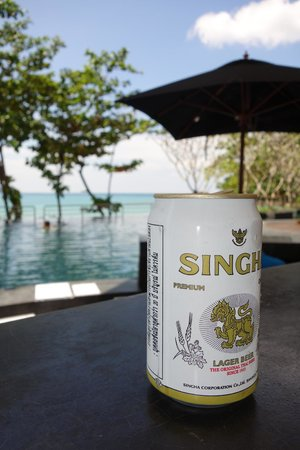 Novotel Phuket Kamala Beach : beer at the infinity pool