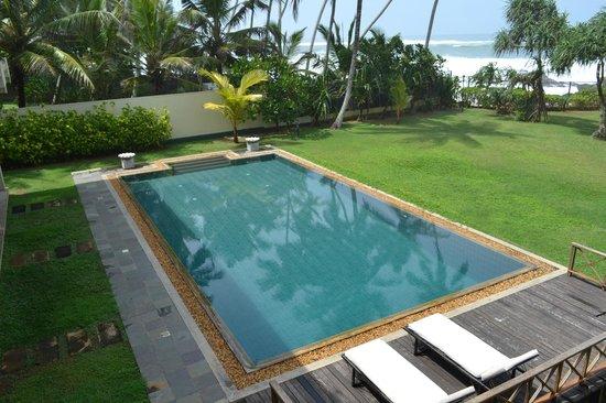 Off Rocks: Чистый и уютный бассейн