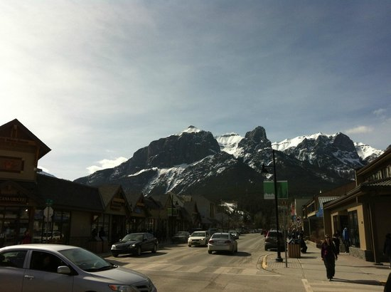 Blackstone Mountain Lodge: Downtown Canmore