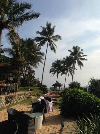 Niraamaya Retreats: Strand oberhalb des Strandes am Meer