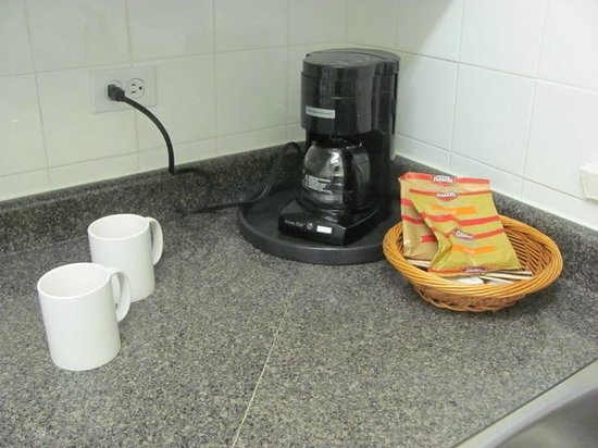 Greenbrier Hotel: Coffee maker in the kitchen.