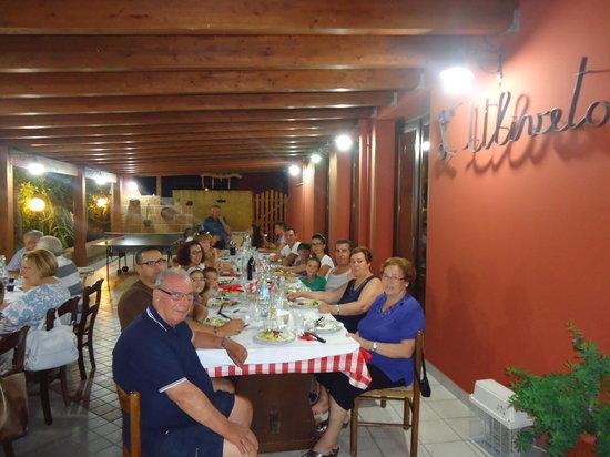 Agriturismo L'Uliveto : La cena sotto il portico