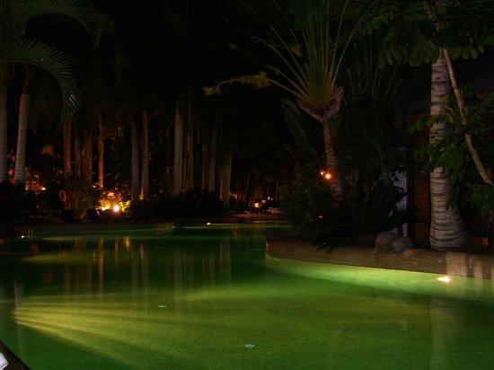 Tabaiba Princess: una delle tante piscine di notte