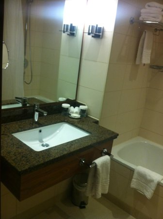 London Marriott Hotel Twickenham : Bathroom