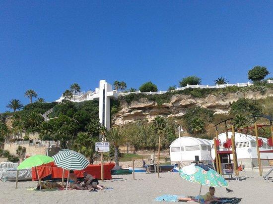 Parador de Nerja: Ascensor visto desde la playa.