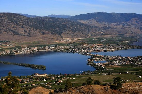Nk'Mip Desert Cultural Centre: Osoyoos - This is the lake 2 minutes from Nk'mip.  Hottest summer weather in BC.