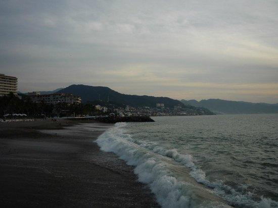 Secrets Vallarta Bay Resort & Spa: Beach walk
