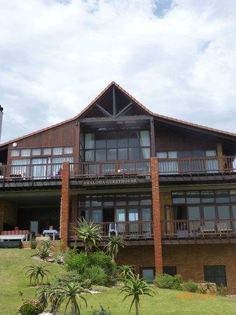 Shaloha Guesthouse on Supertubes: met het strand op de achtergrond...