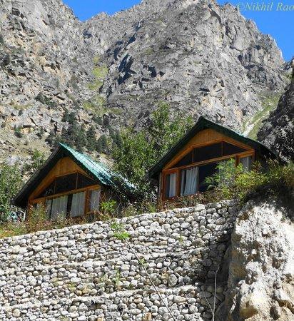 Banjara Camp &  Retreat - Sangla Valley Camp : from the river