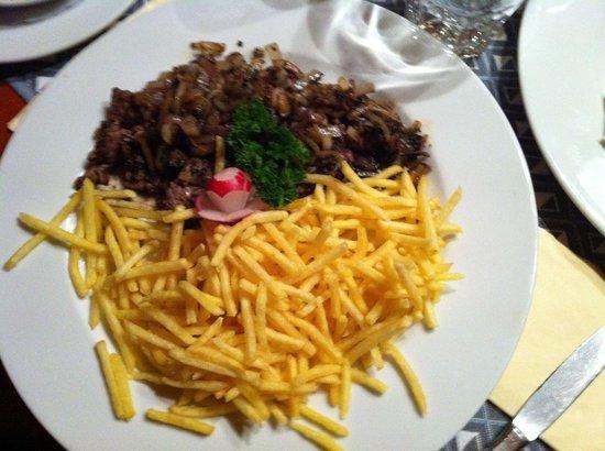 Cafe du Midi : La bavette cachée sous les frites