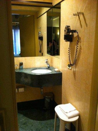 Hotel Ca' Zusto Venezia: sink and hairdryer