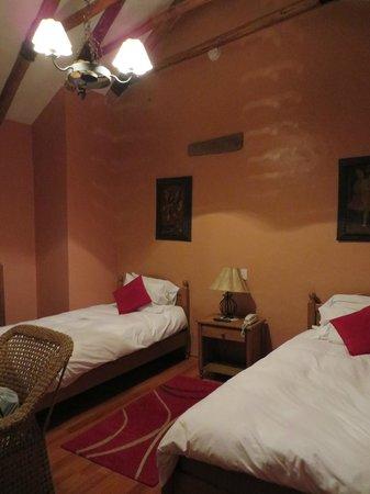 Los Apus Hotel & Mirador: Room with 2 single beds