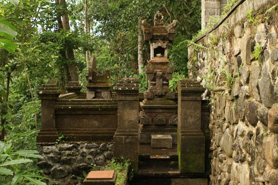 Villa Awang Awang: Little shrine area on the property