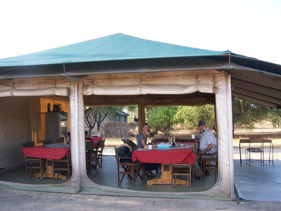 Whistling Thorn Tented Camp: Breakfast time