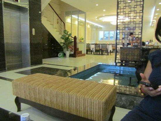 Hue Serene Palace Hotel: reception and breakfast area