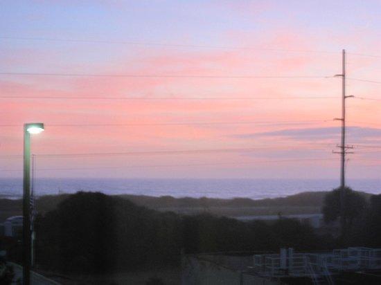 Hampton Inn & Suites Atlantic Beach : Sunset ocean view from room