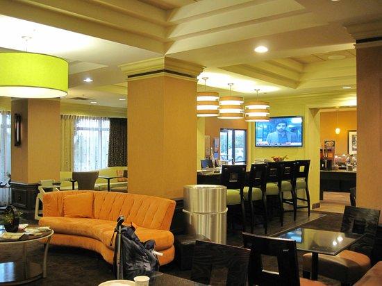 Hampton Inn & Suites Atlantic Beach : Lobby / breakfast area