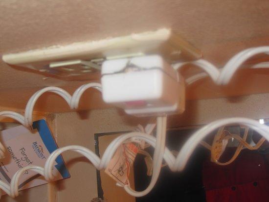 Baymont Inn & Suites Brunswick GA : Hair Dryer Plug