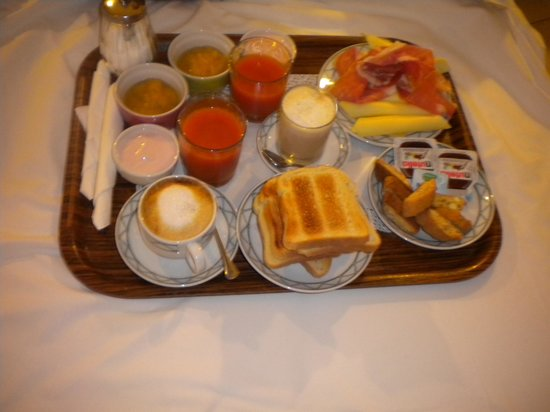 Hotel De Monti: Breakfast